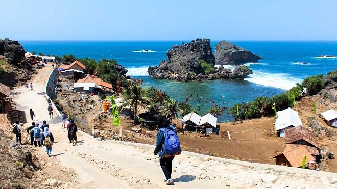 Wisata Pantai di Jogja - Pantai Nglambor